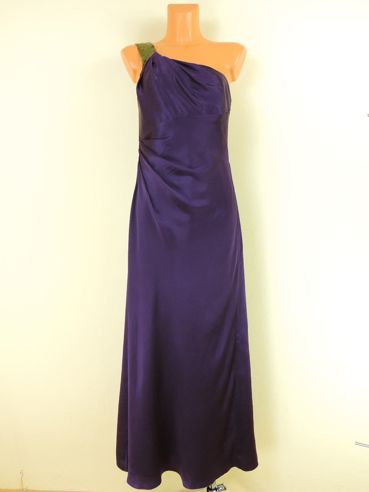 89c0e6adeaf Tmavě fialové společenské šaty - Second hand online - Fashion ...